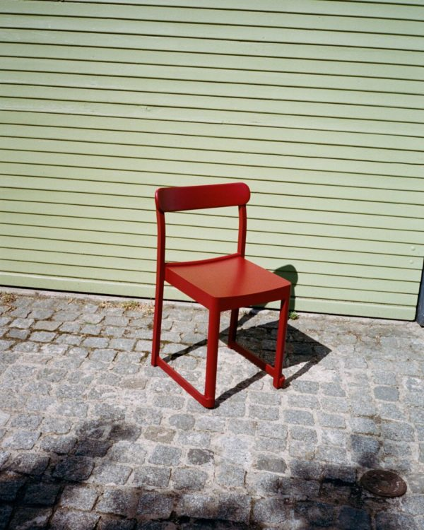 Atelier_chair_red_lacquered_bord.ch